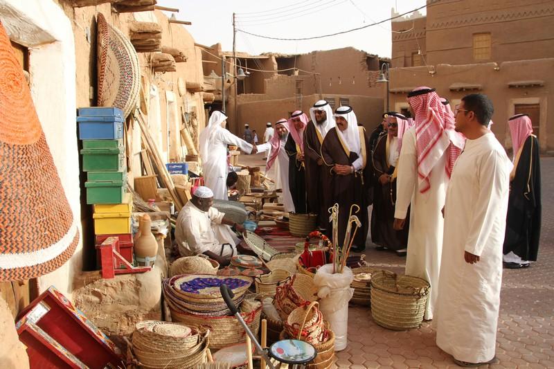 صورة وكيل محافظة شقراء يدشن مهرجان القرية التراثية بأشيقر