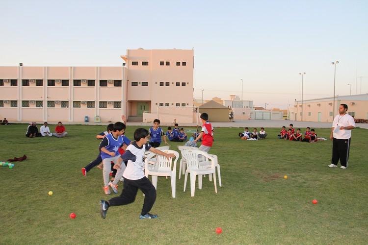 صورة ألعاب حركية ومسابقات في نادي الحي بأشيقر