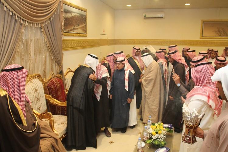 صورة عادل الرزيزاء يحتفل بزواجه على كريمة العقيل