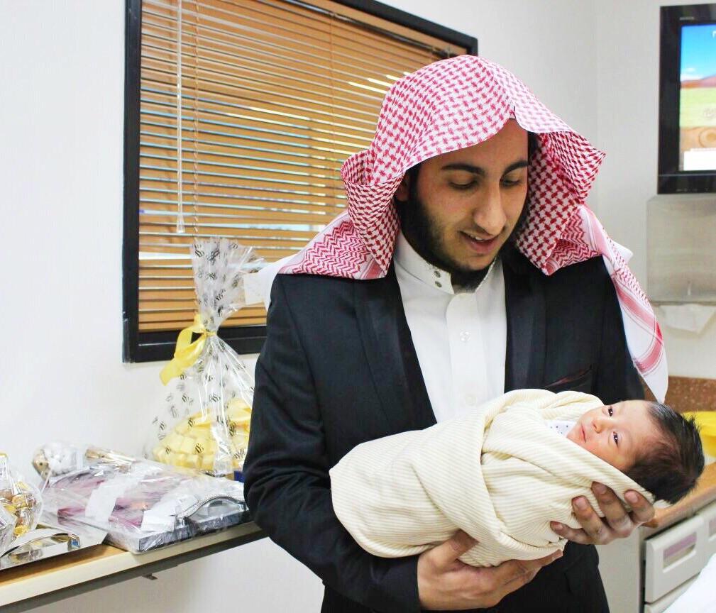صورة رائد أباحسين يرزق بمولود ..