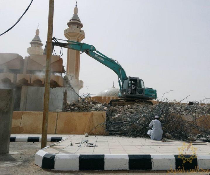 صورة إعادة بناء سوق البلدية بعد إزالته الأسبوع الماضي