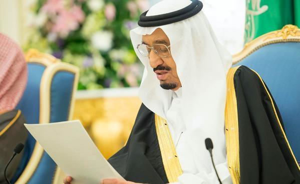 صورة الملك سلمان لأبنائه المواطنين: التطوير سمة لازمة للدولة وسوف يستمر التحديث
