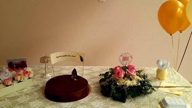 صورة متوسطة وثانوية أشيقر تكرم المعلمة المتقاعدة أسماء الشريم