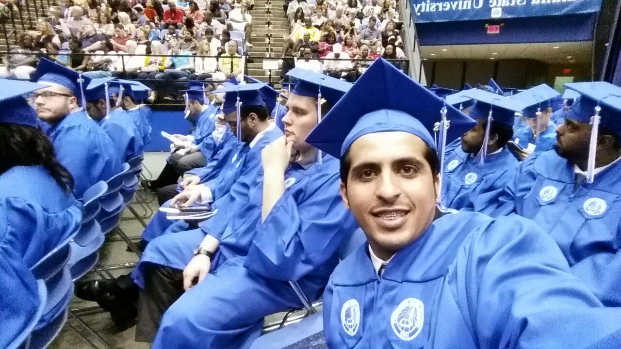 صورة الزميل الحميّد يحصل على درجة البكالوريس من جامعة انديانا
