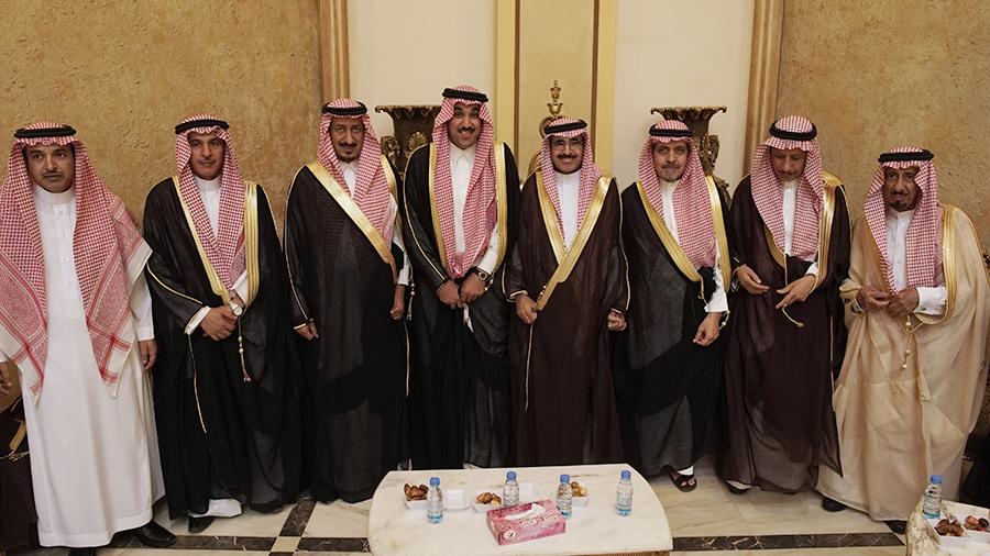 صورة طلال العبداللطيف يحتفل بزواجه على كريمة الدغيم