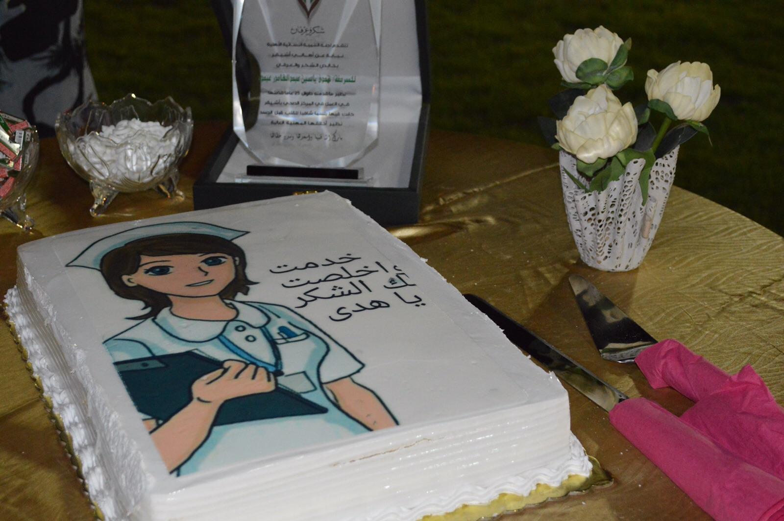 صورة نظير جهودها لأكثر من ٢٠ عام أهالي أشيقر يحتفلون بالممرضة هدى