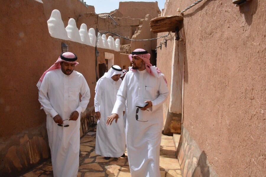 صورة وفد من الهيئة العامة للسياحة والتراث الوطني يزور قرية أشيقر التراثية