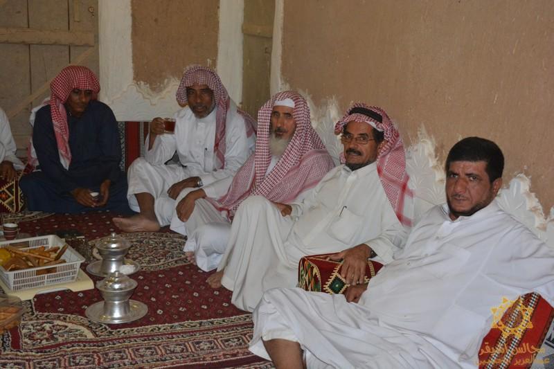 صورة على نهج والدهم رحمه الله أبناء حمد المنصور يدعون الأهالي لتناول القهوة والشاي