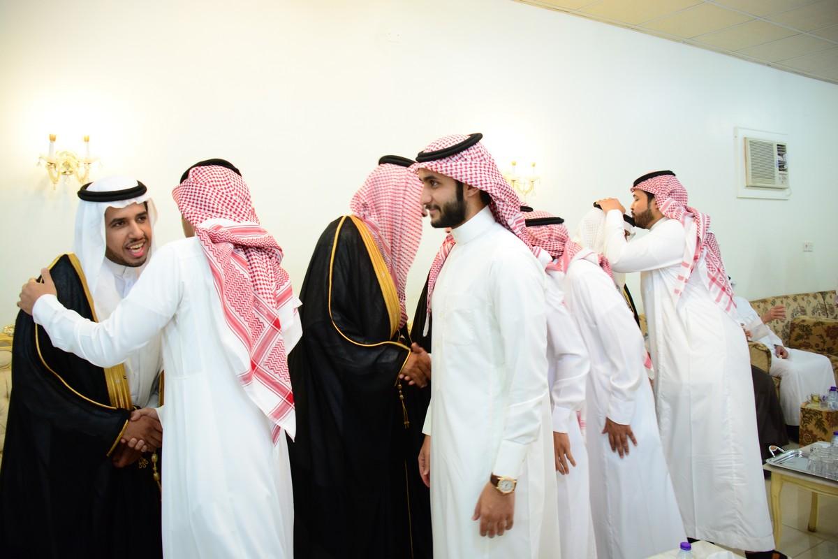 صورة صالح أباحسين يحتفل بزواجه على كريمة فهد السكران