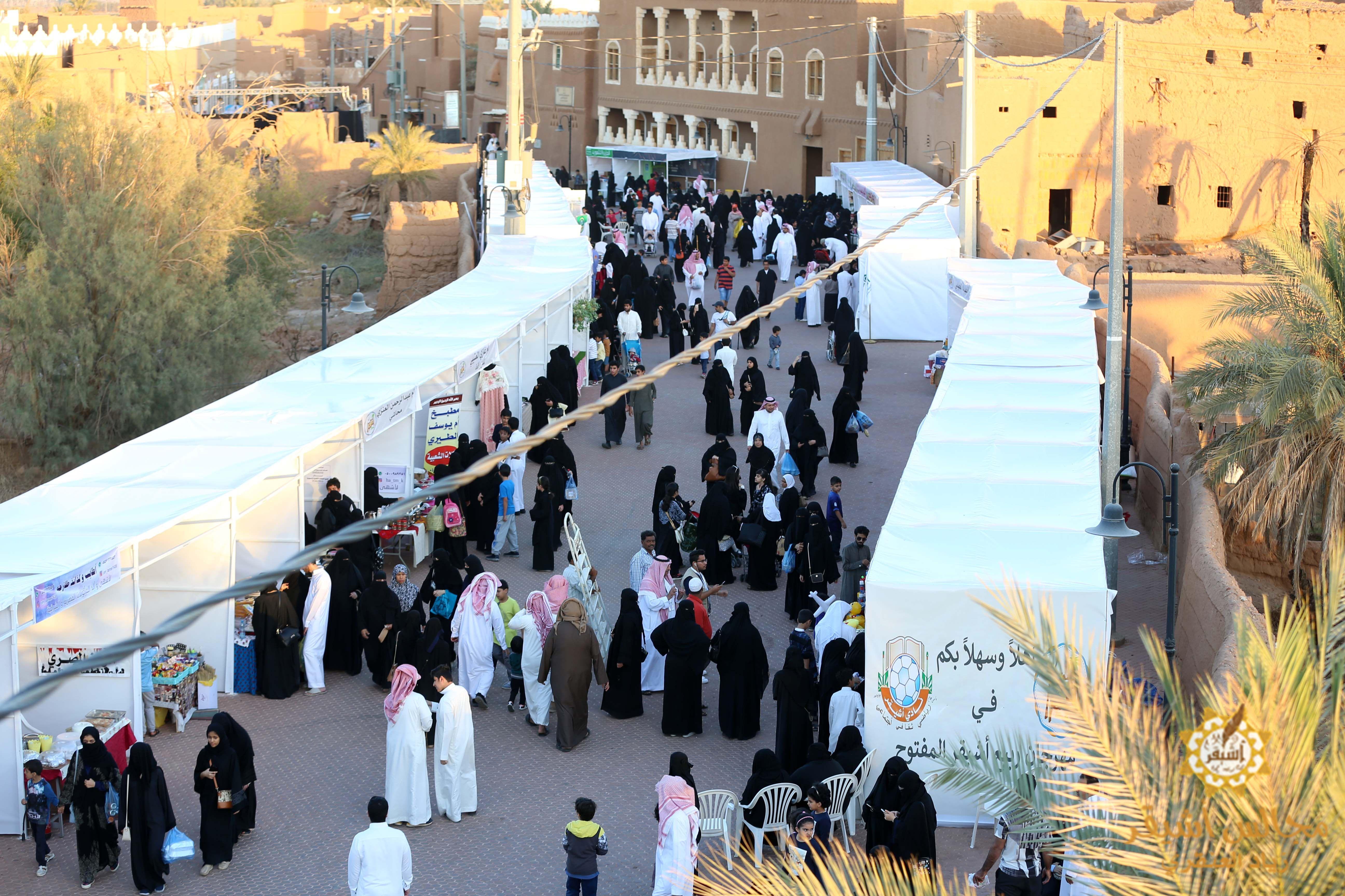 صورة حضور كبير مع انطلاق مهرجان ربيع أشيقر يوم أمس