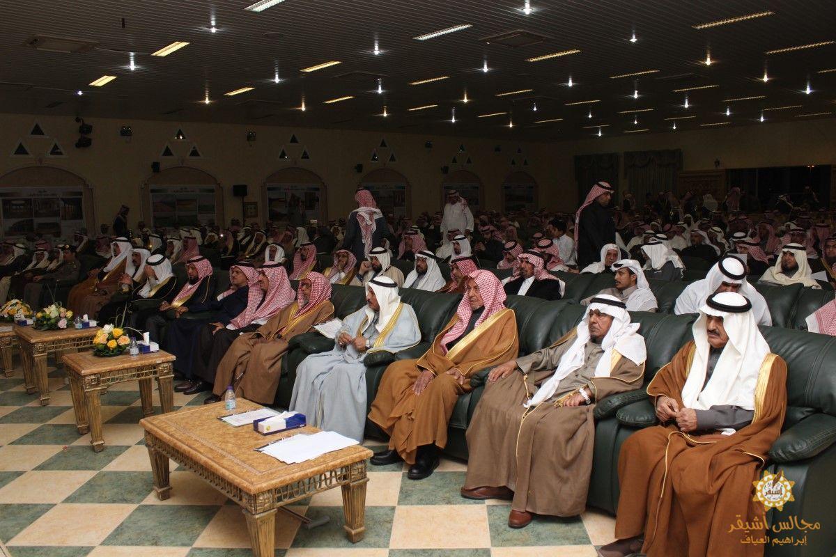 صورة أهالي أشيقر يكرمون رئيس المركز السابق عبدالله المغيرة والرئيس الحالي سعود المري