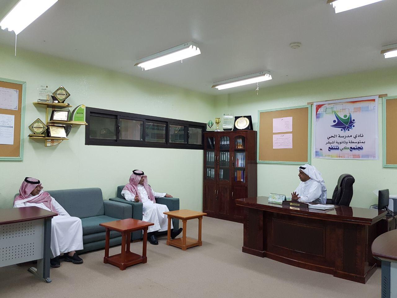 صورة رئيس مركز أشيقر يزور نادي الحي بأشيقر