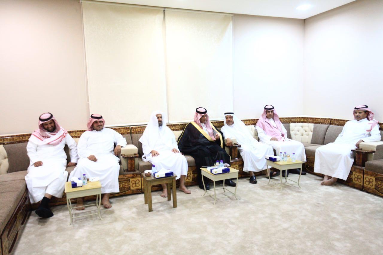 صورة بأمر الملك .. رئيس مركز أشيقر يستقبل البيعة نيابة عن الأمير محمد بن سلمان