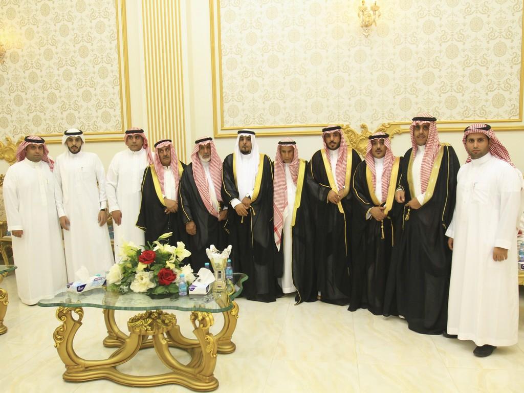 صورة سلطان القصيّر يحتفل بزواجه على كريمة صالح الدريبي