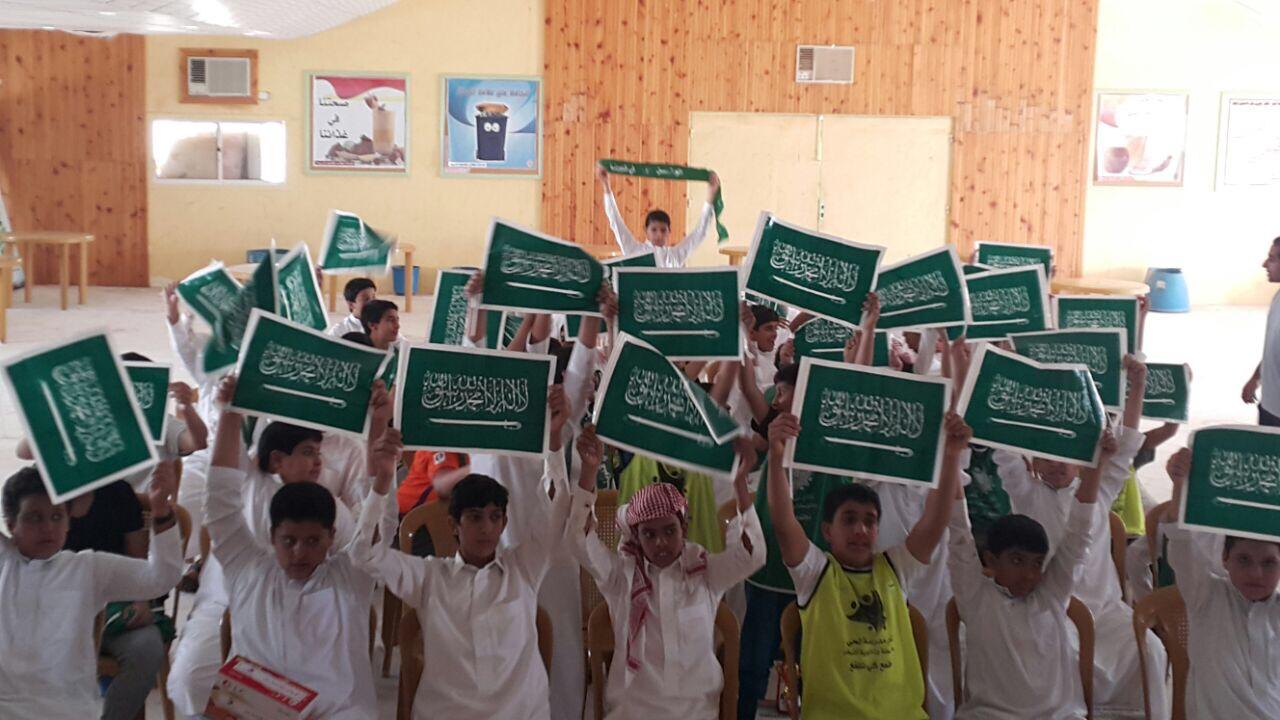 صورة متوسطة وثانوية أشيقر تحتفل باليوم الوطني السابع والثمانين