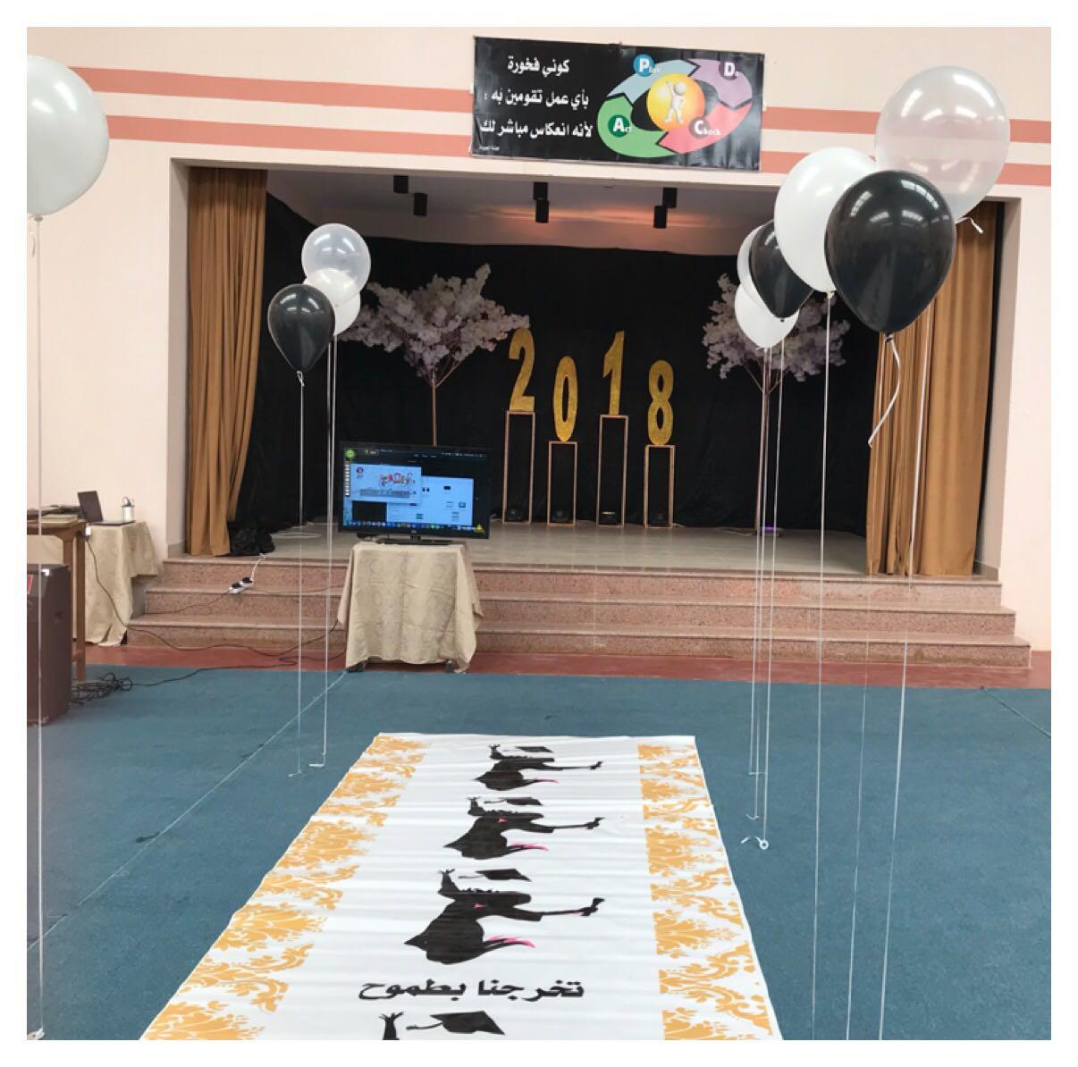 صورة حفل تخريج الدفعة الثانية من النظام الفصلي لطالبات مدرسة أشيقر الثانوية