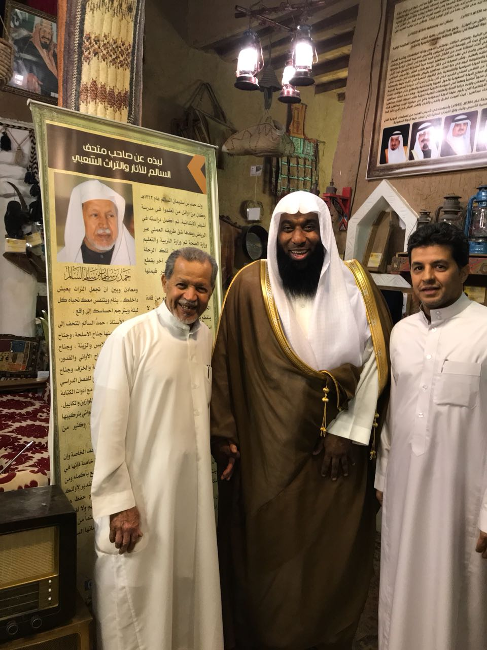 """صورة زيارة الشيخ """"المشاري"""" لمتحف السالم في القرية التراثية بأشيقر"""
