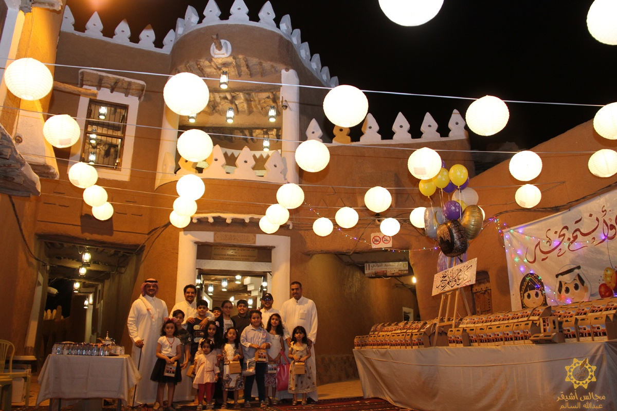 صورة الفرحة تغمر الصغار وذويهم في مهرجان الحلاوي بأشيقر