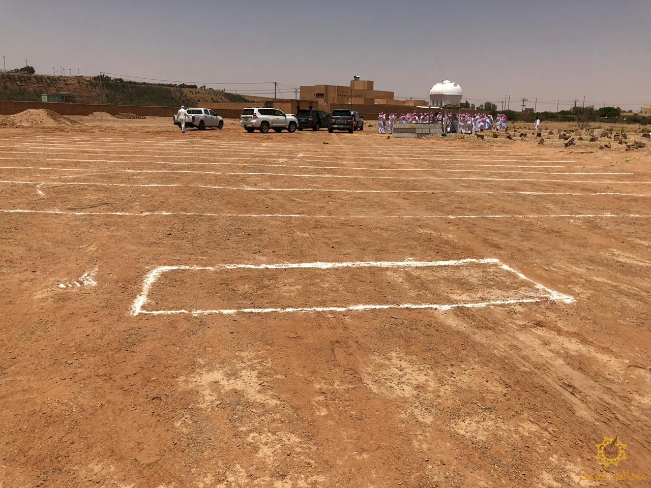 صورة بلدية أشيقر تقوم بتجهيز مكان للصلاة على الجنائز بالمقبرة