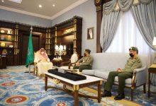 صورة أمير الباحة يستقبل مدير جوازات المنطقة العنقري المعين حديثاً
