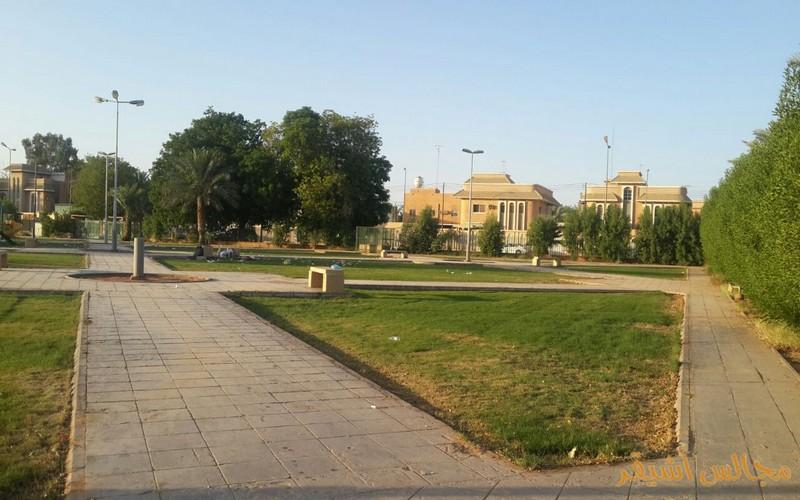 صورة النفايات تشوه الحدائق والمسطحات الخضراء بأشيقر