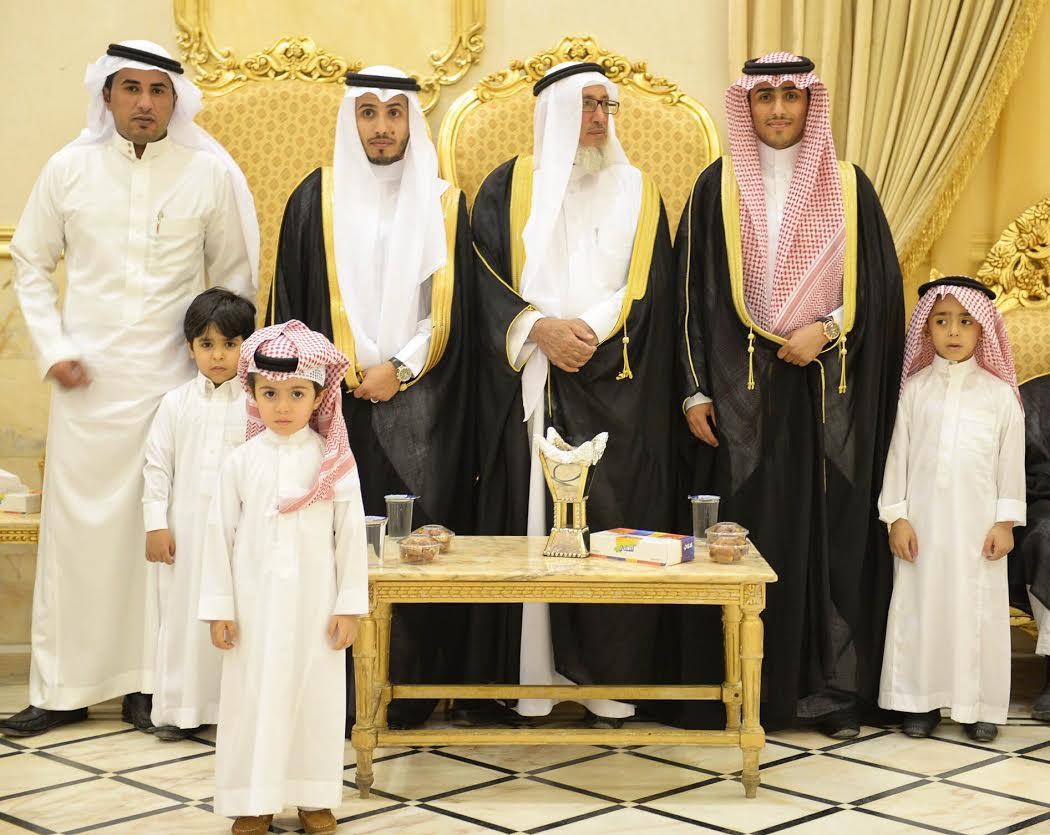 صورة سعود اليوسف يحتفل بزواج ابنه يزيد